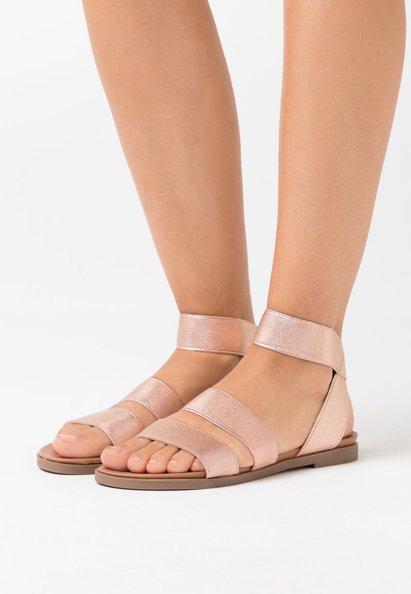 Dorothy Perkins - COMFORT FONNY ELASTIC FOOTBED - Sandalias - rose gold