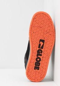 Globe - TILT - Skeittikengät - black/grey/orange - 4