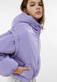 Bershka - MIT ABNEHMBAREN ÄRMELN  - Winter jacket - mauve - 3