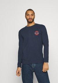 Jack & Jones - JORCOLTON TEE CREW NECK  - Long sleeved top - navy blazer - 0