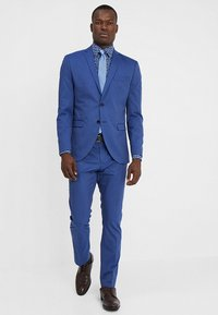 Selected Homme - SLHSLIM MYLOLOGAN SUIT - Oblek - insignia blue - 0