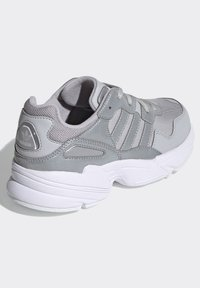 adidas Originals - YUNG-96 SHOES - Trainers - gray - 3