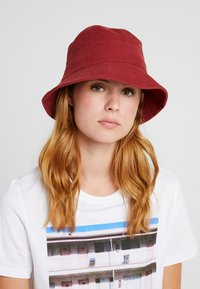 Object - Cappello - port royale - 1