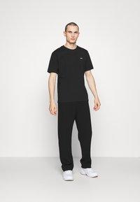 HUGO - DERO - T-shirt - bas - black - 1