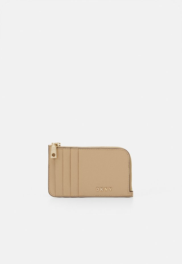 BRYANT ZIP CARD HOLDER - Portfel - sand