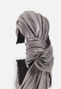LIARS & LOVERS - WIN METALLIC KNOT - Příslušenství kvlasovému stylingu - silver-coloured - 2