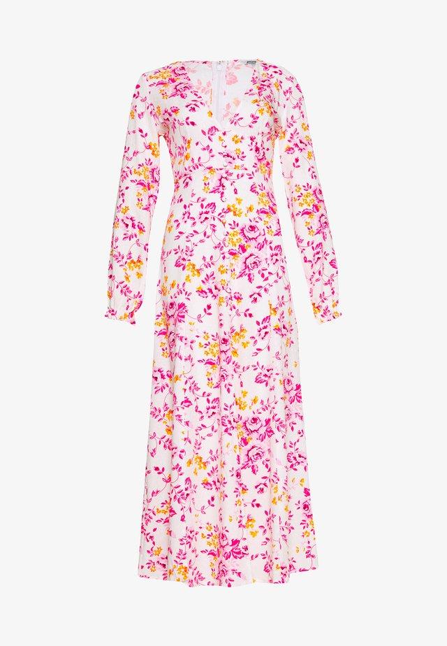 LO DRESS - Vestido largo - white/pink
