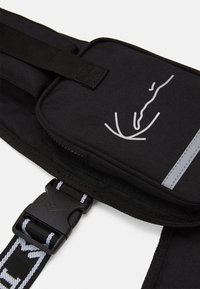 Karl Kani - TAPE UTILITY VEST BAG - Schoudertas - black - 3