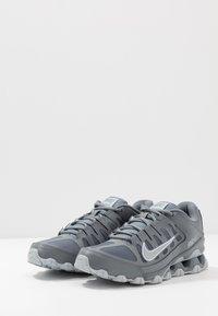 Nike Performance - REAX 8  - Chaussures d'entraînement et de fitness - cool grey/black/wolf grey - 2