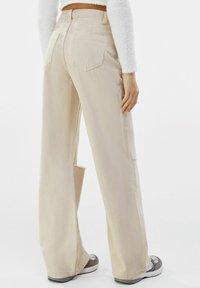 Bershka - Jeans a zampa - beige - 2
