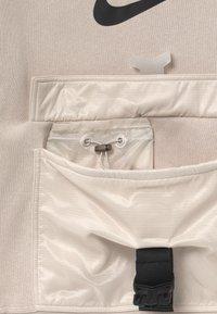Nike Sportswear - UTILITY - Sweatshirt - desert sand/pale ivory - 2