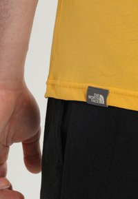 The North Face - MENS SIMPLE DOME TEE - T-shirt basic - yellow - 4