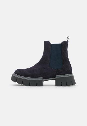 Platform ankle boots - dark plum