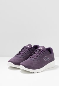 Lotto - MEGALIGHT IV - Sports shoes - sweet grape/bestrong pink - 2