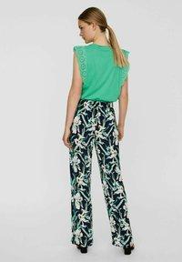 Vero Moda - VMSIMPLY EASY WIDE PANT - Trousers - navy blazer - 2