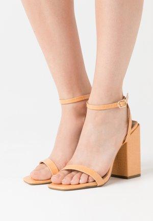 CHUNKY BLOCK BARELY - Korolliset sandaalit - orange