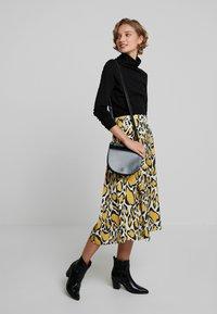 Gestuz - IRINA SKIRT - Maxi sukně - yellow - 1