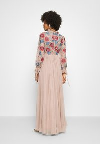 Maya Deluxe - EMBROIDERED FLORAL MAXI DRESS WITH BISHOP SLEEVES - Společenské šaty - taupe blush - 2