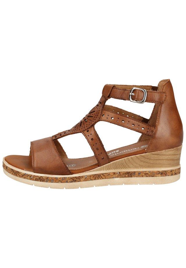 Sandalen met plateauzool - muskat 24