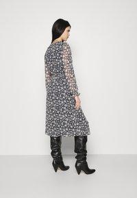 Vero Moda - CALF DRESS - Robe chemise - navy blazer - 2