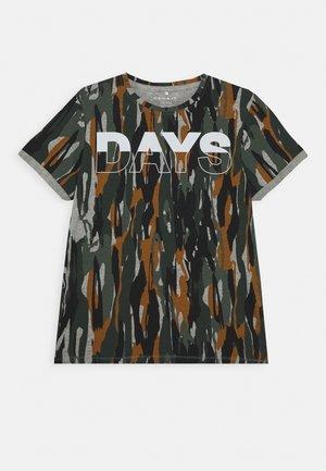 NKMLAUGE - Print T-shirt - thyme