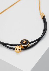 Tory Burch - LOGO SLIDER BRACELET - Bracelet - tory gold-coloured/black