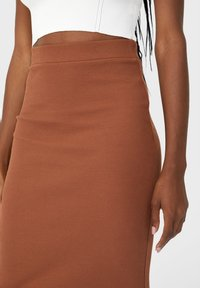 Stradivarius - GESTRICKTER - Pleated skirt - brown - 3