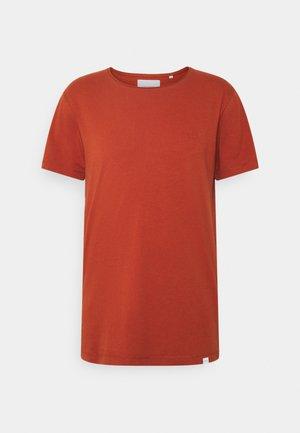 AUSTIN - T-shirts - rust red