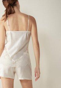 Intimissimi - SEIDEN SLIP INTO ELEGANCE - Pyjama top - talco - 1