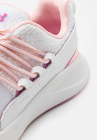 Under Armour - CHARGED BREATHE - Scarpe da fitness - white - 5