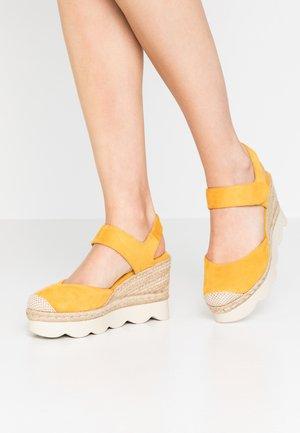 High heeled sandals - yellow