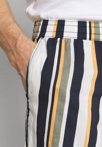 Selected Homme - SLHJOEL - Shorts - egret - 4
