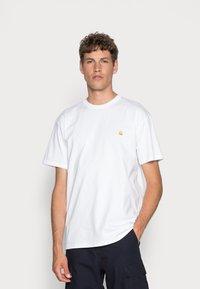 Carhartt WIP - CHASE - Basic T-shirt - white/gold - 0