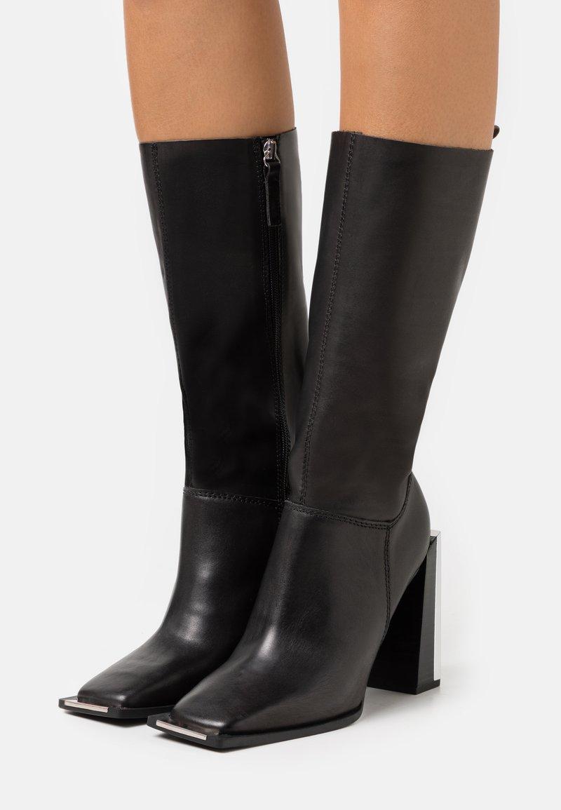 Topshop - TANGO LEG HARDWARE BOOT - Kozačky na vysokém podpatku - black