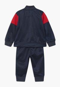 Levi's® - VERTICAL LOGO SET - Trainingspak - dress blues - 1