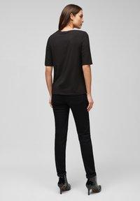 s.Oliver BLACK LABEL - MIT PAILLETTEN - Print T-shirt - black sequins placed print - 2