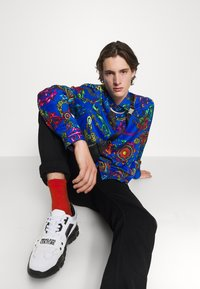 Versace Jeans Couture - PRINT REGALIA BAROQUE - Shirt - midnight - 6