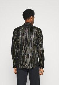 Twisted Tailor - SAGRADA SHIRT - Camicia - black/gold - 2