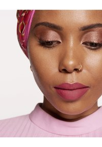 L'Oréal Paris - COLOR RICHE ULTRA MATTE FREE THE NUDES - Rouge à lèvres - 08 no lies - 3