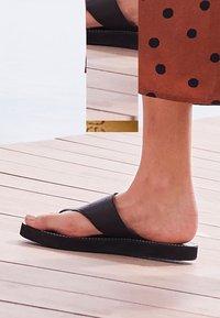 Next - T-bar sandals - black - 0
