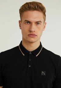 CHASIN' - Polo shirt - black - 2