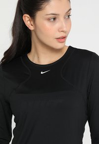 Nike Performance - ALL OVER - Treningsskjorter - black/white - 4