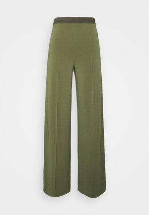 MIELA - Spodnie materiałowe - clover green