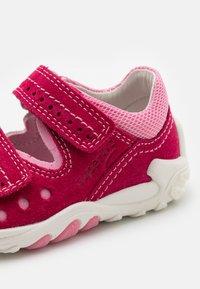 Superfit - FLOW - Sandals - rot/rosa - 5