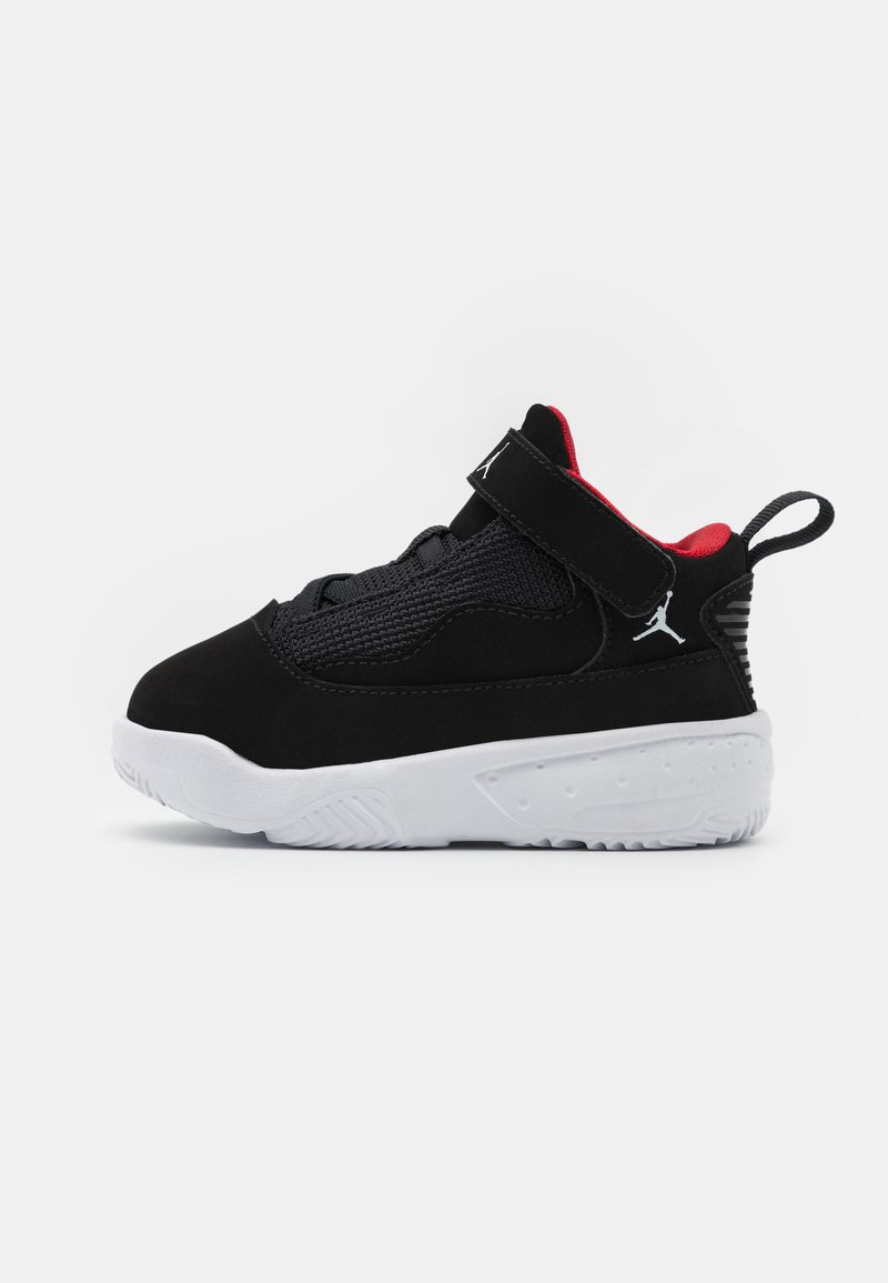 Jordan - MAX AURA 2 UNISEX - Basketball shoes - black/white/gym red