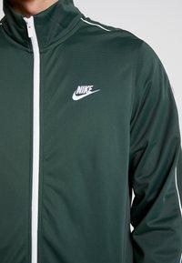 Nike Sportswear - SUIT BASIC - Tepláková souprava - galactic jade/white - 6