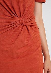 Pieces - PCMANULA DRESS - Shift dress - picante - 6
