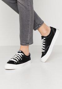 Keds - CREW KICK - Sneakersy niskie - black - 0