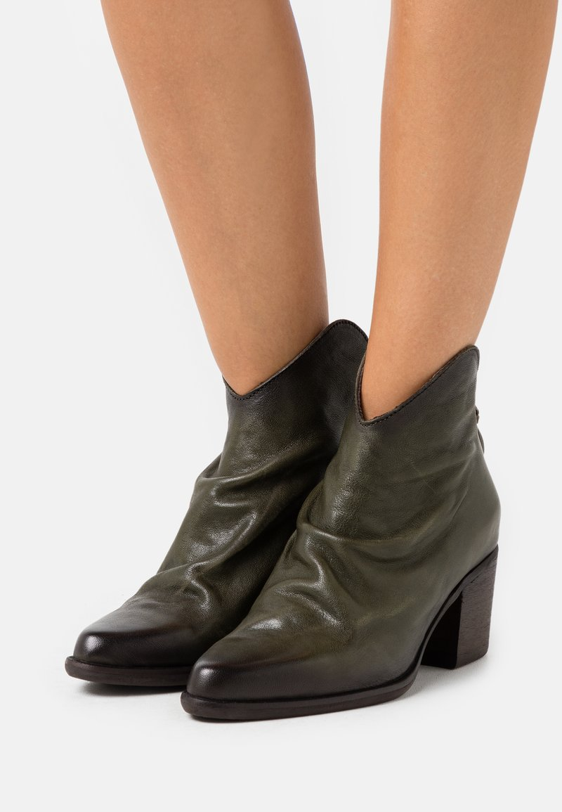 Kanna - CARMO - Classic ankle boots - old iron loden