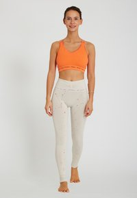 Yogasearcher - TARASANA - Legging - cream - 1